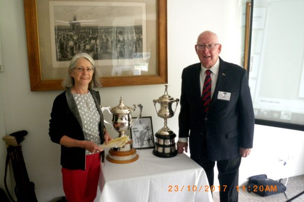 Moira_Drew_&_Cliff_with_Riversdale_and_Victorian_Golf_Cup_at_RGC_23_OCT.JPG